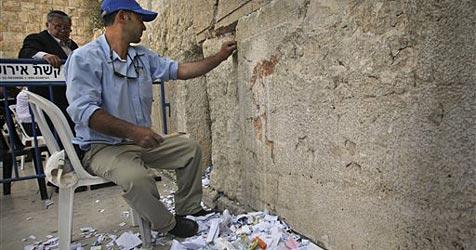 """""""Gottes Briefkasten"""" in der Klagemauer geleert"""