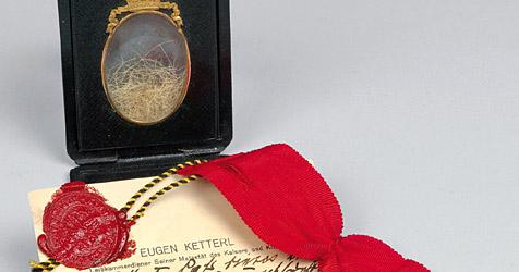 Barthaare von Franz Joseph I. bringen 6.900 Euro (Bild: APA/Dorotheum Wien)