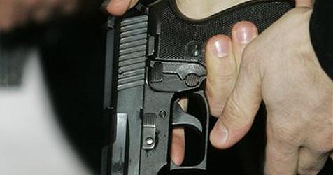 Polizist vergisst Pistole auf der Toilette