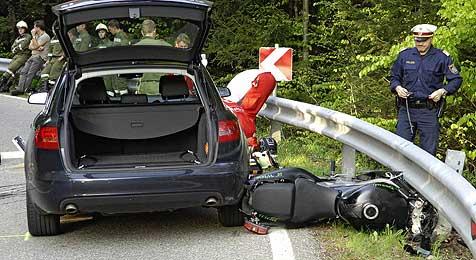 """""""Biker"""" krachte tödlich gegen Auto und Leitschiene (Bild: Manfred Fesl)"""