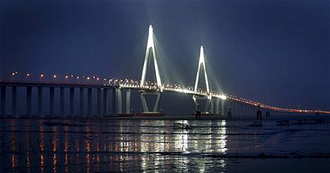 Längste Meeresbrücke der Welt im Stauchaos