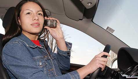 Führerscheinentzug als Strafe für Handy-Sünder! (Bild: Martin A. Jöchl)