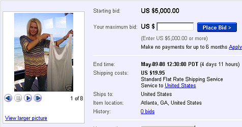 Tricia Walsh-Smith versteigert Hochzeitskleid (Bild: Screenshot ebay.com)