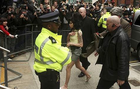 Amy Winehouse landet erneut im Kittchen
