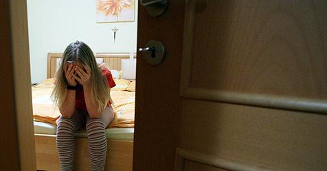 Schulwart vergriff sich an Kindern im Bezirk Melk (Bild: APA/HELMUT FOHRINGER)