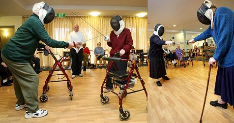 Australische Pensionisten im Fechtsport-Fieber (Bild: AFP)