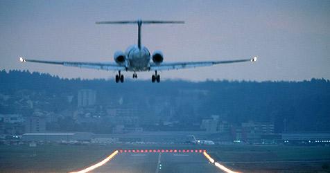 Verärgerter Flugbegleiter setzt Flugzeug in Brand