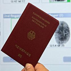 Pass mit OLED-Display in Deutschland präsentiert