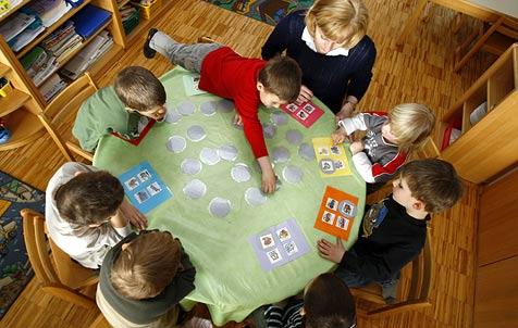 Im Gratis-Kindergarten soll auch Essen gratis sein (Bild: APA)