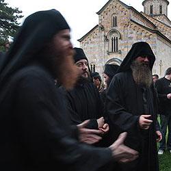 Serbischer Mönch baute neben Kloster Hanf an