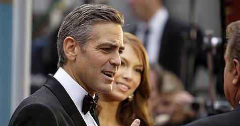 Clooney soll sich wegen Busen-OP getrennt haben