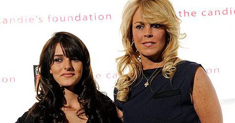 Lohans Mutter sieht mit Tochter Ali Porno-Bild an