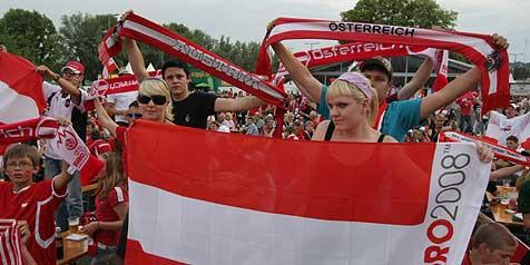 Fans brachten ¿EURO-Stadion¿ in Linz zum Beben (Bild: Chris Koller)