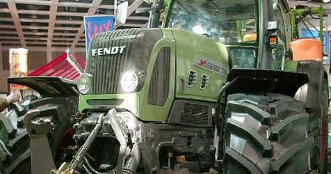 Politiker geht in Mödling mit Traktor auf Mülltour
