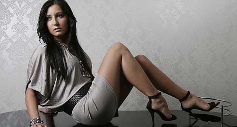 Schöne Sarah ist große Schuhliebhaberin (Bild: Markus Wenzel)