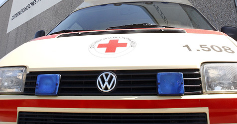 Zwei Schwerverletzte bei Unfall auf Westautobahn (Bild: APA/HERBERT PFARRHOFER)