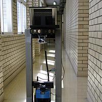 Roboter erkennt Türen und klopft an (Bild: Alaitz Ochoa de Eribe)