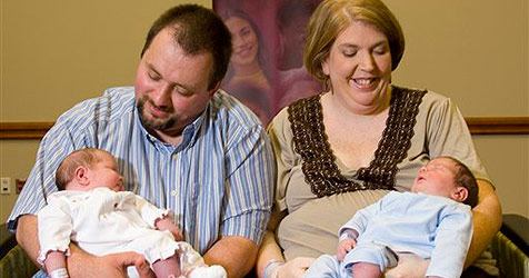 Zwillinge wiegen bei Geburt 11,13 Kilogramm
