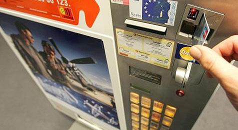 Zigarettenautomat geklaut - bei Polizei rauchen die Köpfe (Bild: APA/Roland Schlager)