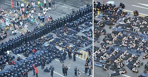 """Polizisten """"erholen"""" sich auf der Straße (Bild: AFP)"""