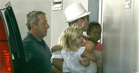 Brad Pitt bittet Julia Roberts um Zwillings-Tipps