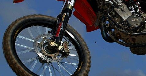 Spritztour mit Motocross-Bike endet im Spital (Bild: Krone)
