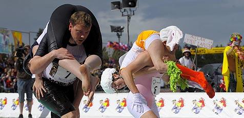 Finne gewinnt Sprint bei Frauentragen-WM (Bild: EPA)