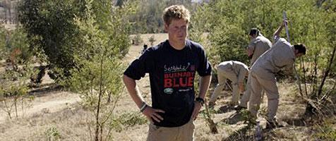 Prinz Harry auf Safari und bei Hilfseinsatz in Afrika