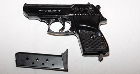 Räuber bedrohen Angestellte mit Pistole (Bild: Andi Schiel)