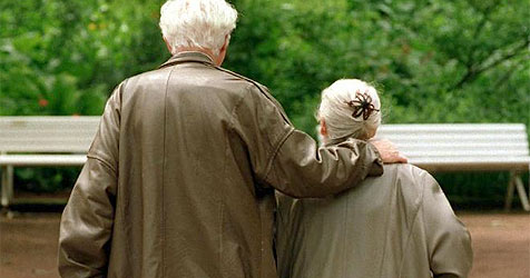 """Pensionistin (84) zahlt Geld  an """"falschen"""" Neffen (Bild: Werner Baum/dpa/HPK)"""