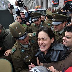 Chilenische U-Bahn-Stripperin verhaftet (Bild: AFP)