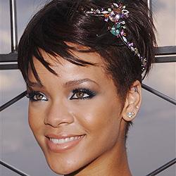 Rihanna will aus Angst vor Mama keine Nacktfotos