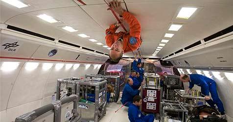 Stewardess gewinnt Flug in den Weltraum (Bild: ap)