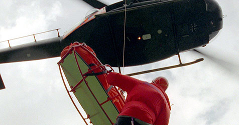 65-Jähriger rund 30 Meter in die Tiefe gestürzt (Bild: dpa/Stephan Jansen)