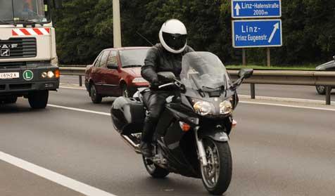 Polizei verfolgt Raser mit Tempo 300 (Bild: Hannes Markovsky)