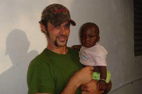 Ischler Arzt will in Afrika Krankenstation bauen (Bild: Krone)