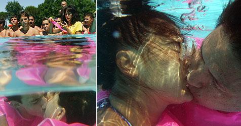 Peruaner gewinnt beim  Unterwasser-Küssen (Bild: AFP)