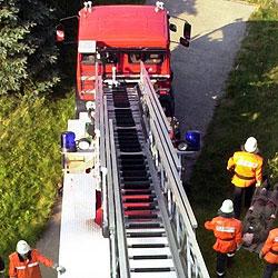 Feuer in Ried - 14 Personen in Sicherheit gebracht (Bild: dpa/Bernd Wüstneck)
