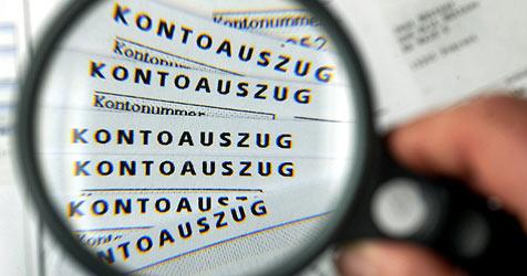 Lottobetrüger buchen sogar von sicheren Konten ab (Bild: dpa/Jens Büttner)