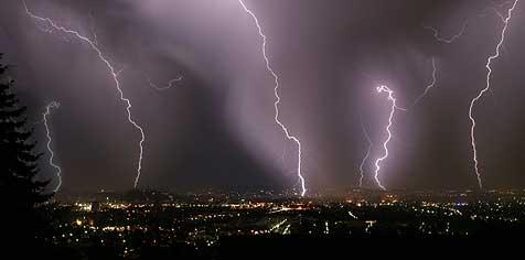 Schwere Unwetter sorgten für Chaos und Unfälle (Bild: Jürgen Radspieler)
