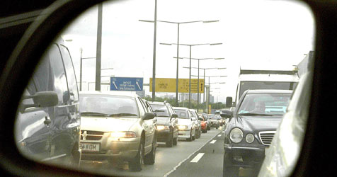 Wirtschaft fordert Ausbau der Ostautobahn (Bild: APA/GUENTER R.ARTINGER)
