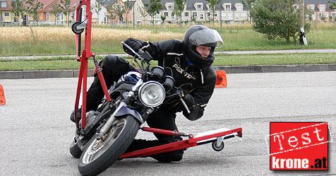 Motorradtraining bringt Hang off f�r jeden (Bild: Stephan Sch�tzl)