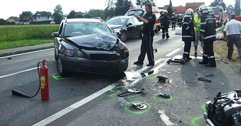 Motorrad gegen Auto gekracht - Biker tot (Bild: FF Seiersberg)