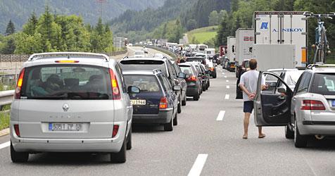 25 Kilometer Autoschlange auf der A8