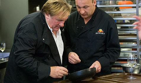 Gerard Depardieu kocht im Hangar-7 (Bild: Helge Kirchberger / Red Bull Photofiles)