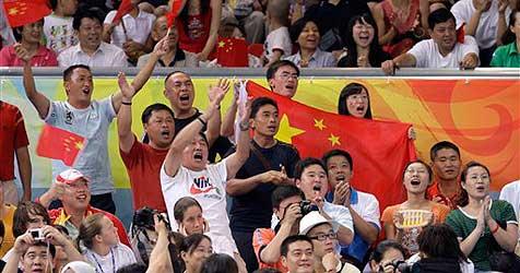 China bringt Landsleuten den korrekten Beifall bei (Bild: ap)