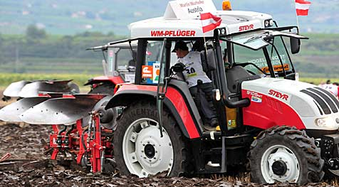 Kampf der Traktoren bei der 55. Pflüger-WM (Bild: Fotodienst/Sommer)