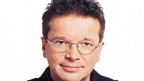 Landesrat Rudi Anschober ruft Energiewende aus (Bild: Die Grünen OÖ) - Landesrat_Rudi_Anschober_ruft_Energiewende_aus-10.000_neue_Jobs-Story-150060_476x270px_2_BG0m0rsKOXmxE