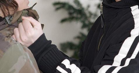 Firmenchef kämpft mit drei Einbrechern (Bild: APA/DPA/Markus Führer)