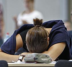Hilfe für verzweifelte Schüler (Bild: APA/Herbert Neubauer)